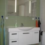 Spiegelglanzfronten im Bad