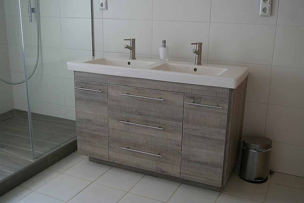 neuer badschrank mit kuechenfront24 k chenfront 24. Black Bedroom Furniture Sets. Home Design Ideas